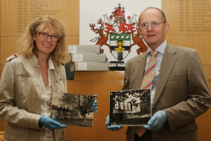 Jill Holmen (Museum's Collections Manager) and Andrew Smith (The Epping Society Chairman)